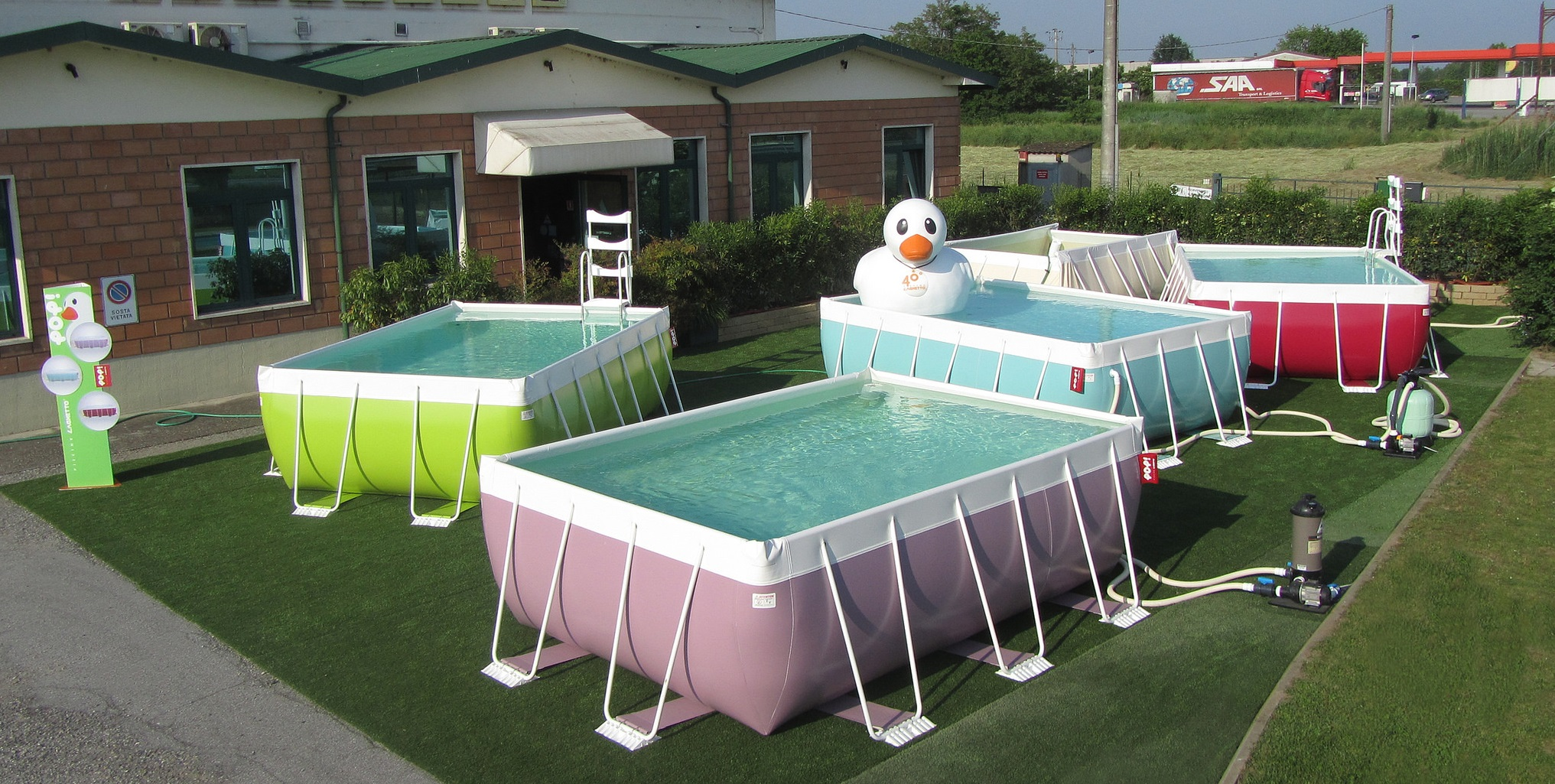 Ti piacerebbe avere una piscina in casa da oggi puoi con for Piscine fuori terra rotonde