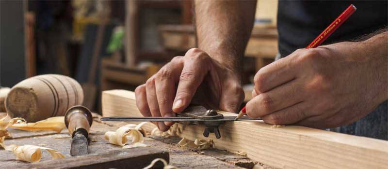 Arte della falegnameria: realizzazioni in legno per arredi interni ed esterni